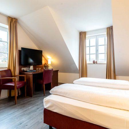 Hotel_Weichandhof_Schreibtisch_TV